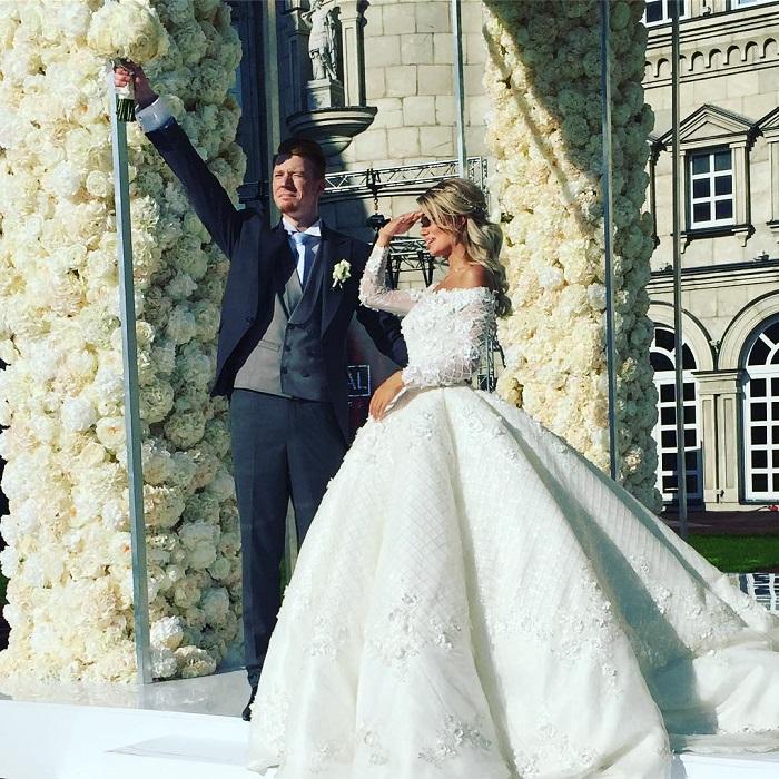 Пока неизвестно, сколько стоит свадебное платье Алены Красновой