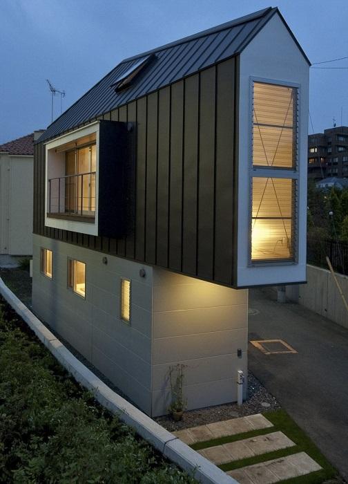 Такой узкий, но такой продуманный дом.
