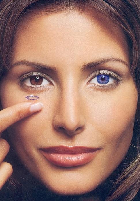Цветные контактные линзы мужчины воспринимают как обман