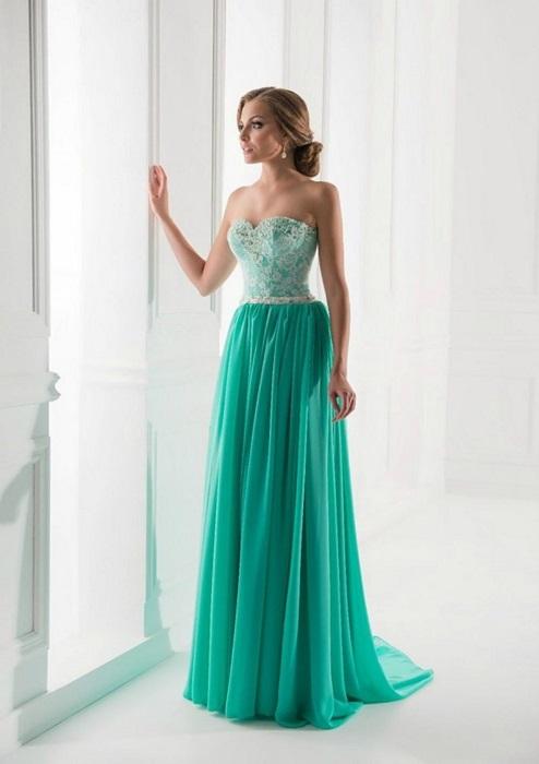 Многослойная юбка и корсет подчеркнут романтичность выпускницы