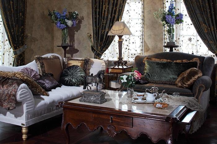Вся мебель в замке сделана по индивидуальному заказу
