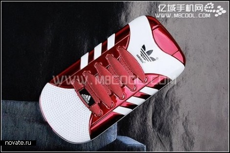 Спортивный телефон-кроссовок Adidas s808
