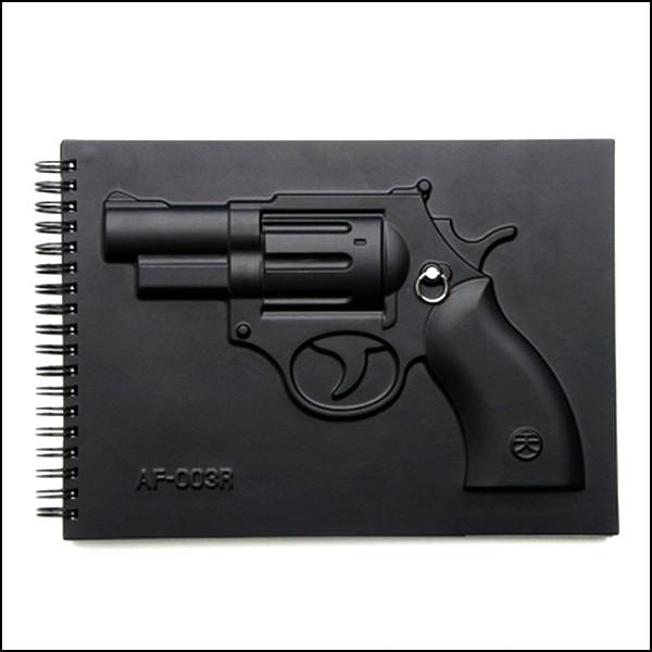 Armed Notebooks, блокнот с картонным револьвером в придачу