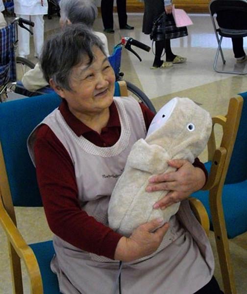 Babyloid,  механический младенец для стариков с нерастраченной нежностью и любовью