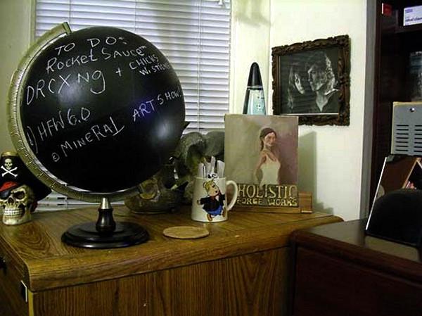 Необычный глобус, имитирующий школьную доску