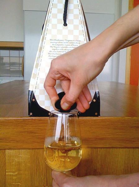 Оригинальная упаковка для вина. Проект Bag-in-Bag от компании Vernissage