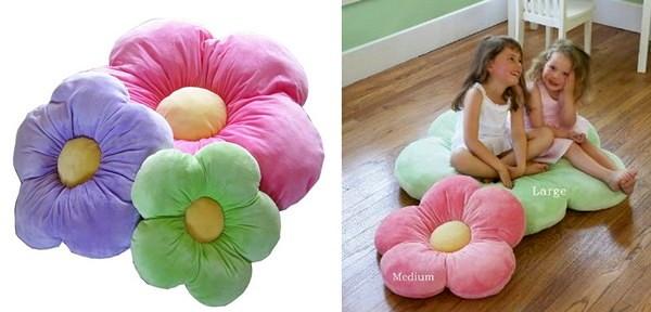 Мягкие цветы для девчачьей детской
