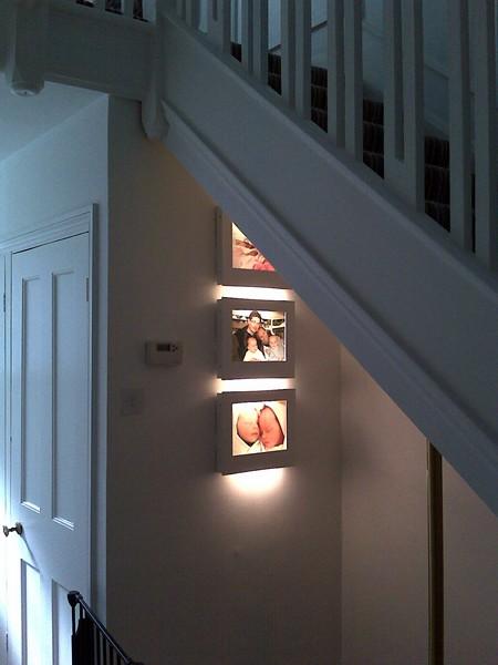 Рамки с фотографиями как источники света