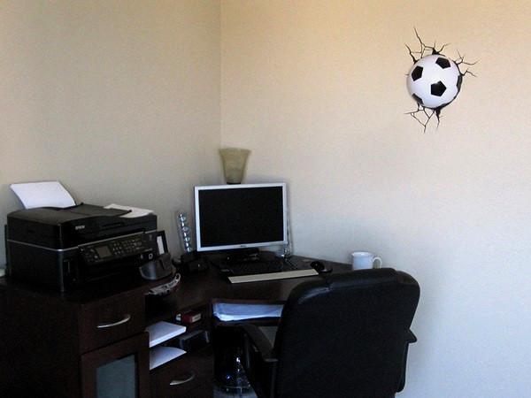 Настенная лампа в виде футбольного мяча