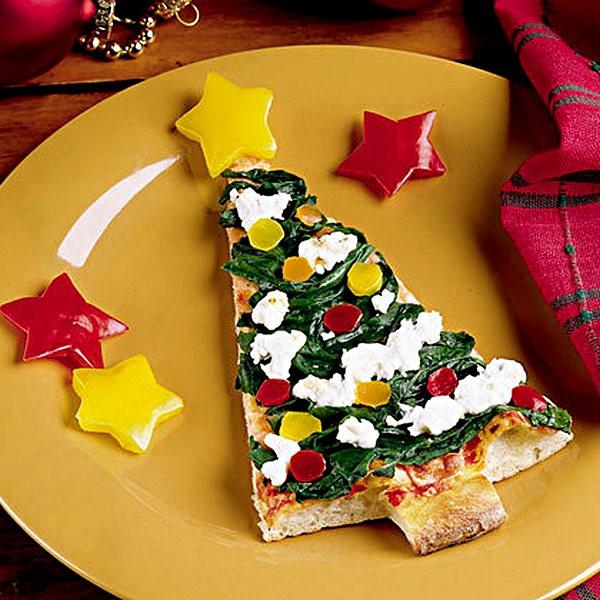 Кусочек пиццы в виде новогодней елки