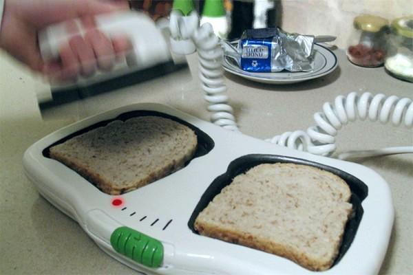 Toast-ER, дефибриллятор для черствеющего хлеба