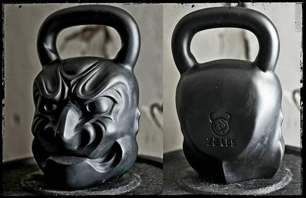 Самая тяжелая гиря из коллекции Demon Bells весом в 32 кг