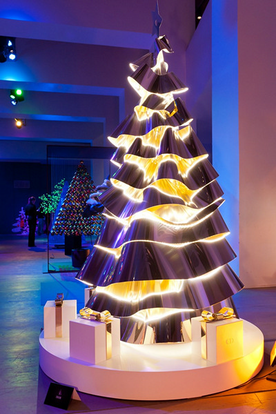 Шикарная елка из металла от Dior