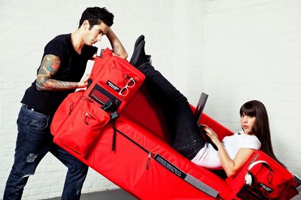 Eastpak Pocket Sofa, дизайнерский диван-рюкзак с множеством карманов