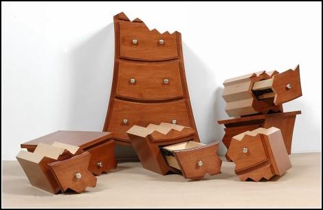 Почти поломанный шкаф Explosion Cabinet от Opulent Items