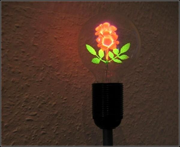 Светильник с цветком внутри лампы