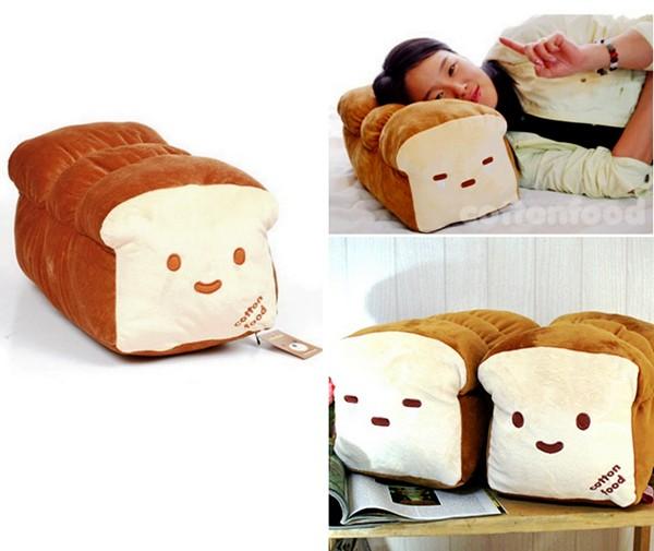 Диванная подушка в виде буханки хлеба