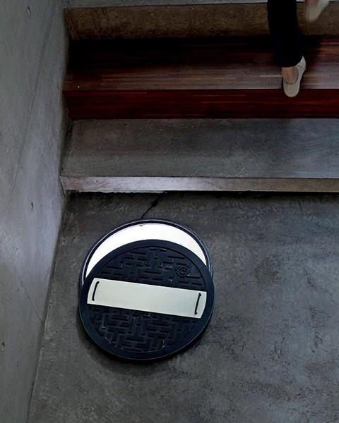 Светильник Gully Cover Light, который зажигается, стоит снять крышку