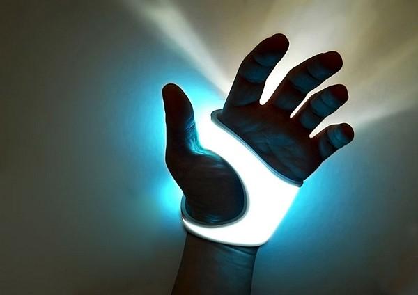 Фонарик, который можно носить как перчатку. H9 lighting tool от Luisa Baldassari и Giada Dammacco