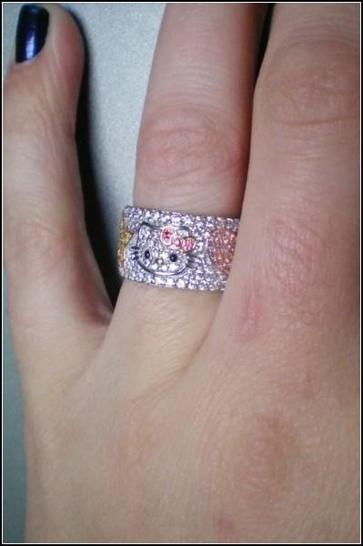 Hello Kitty на обручальном кольце