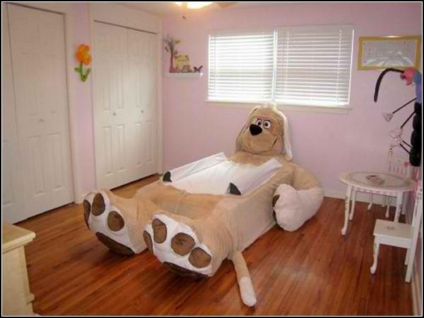 Детская кроватка в виде большого мягкого животного