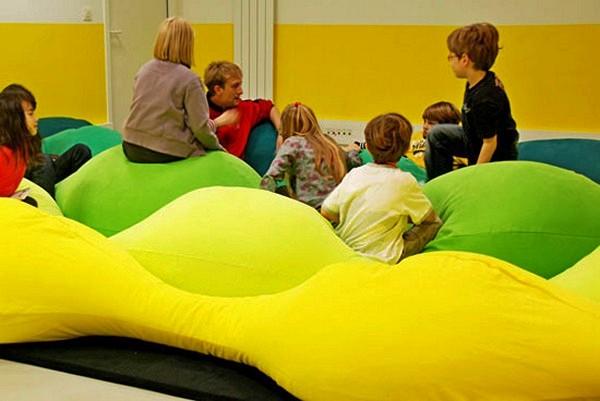 Разноцветные  подушки Les M pillow для Centre Pompidou-Metz