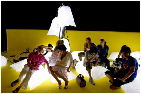 А еще Light Cushions могут служить пуфмками