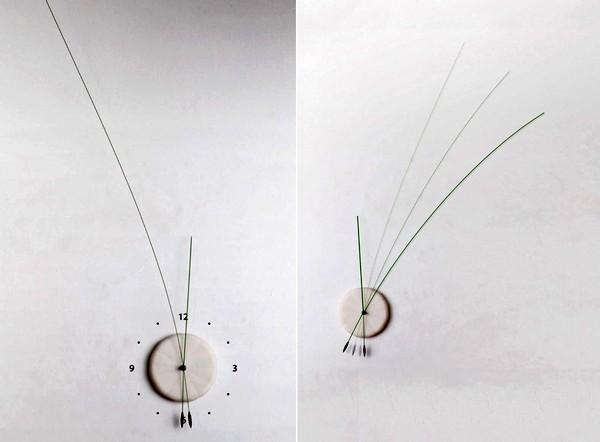 Необычные часы  Lithe Clock с длинными стрелками-усиками