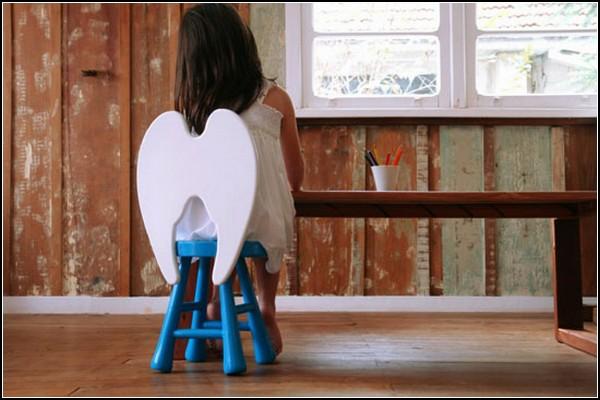 Детский стульчик с ангельскими крыльями