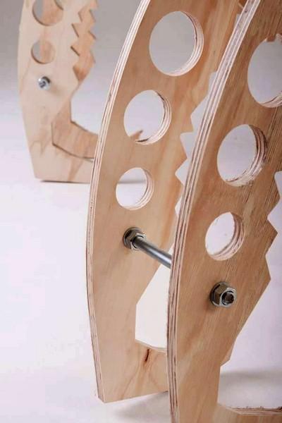 Деревянный стул-богомол Mantis Chair от Wildetecture