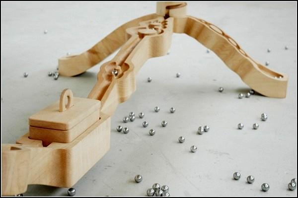 Деревянный стол для релакса от студии Ontwerpduo