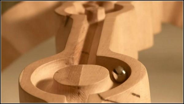 Необычный деревянный стол Marbelous Table