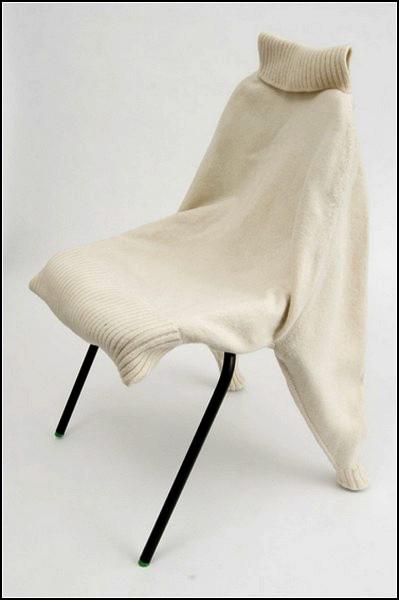 Проект Chairwear, стулья в шерстяных свитерах