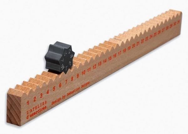 Универсальный офисный девайс Monthly Measure: линейка и календарь, 2 в 1
