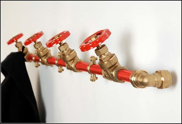 Coat Racks: трубопровод или система вешалок?