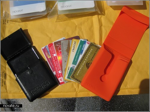 Nooka Asset Organizer. Силиконовое хранилище для денег или визиток