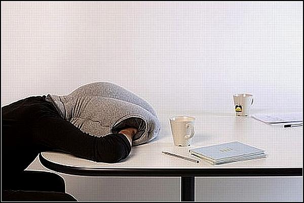 Подушка-норка Ostrich для тех, кто устал