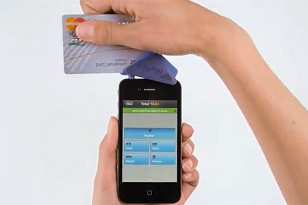 Устройство PayPal Here, позволяющее совершать покупки через мобильный телефон