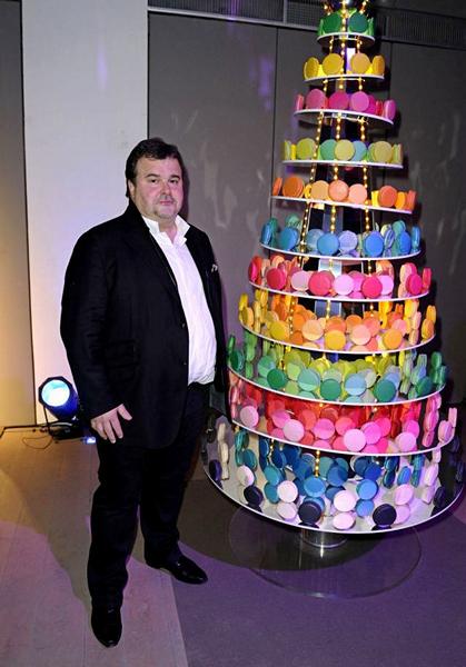 Елка с разноцветными вкусняшками от Pierre Herme