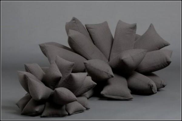 Не то мешки с цементом, не то диван из подушек