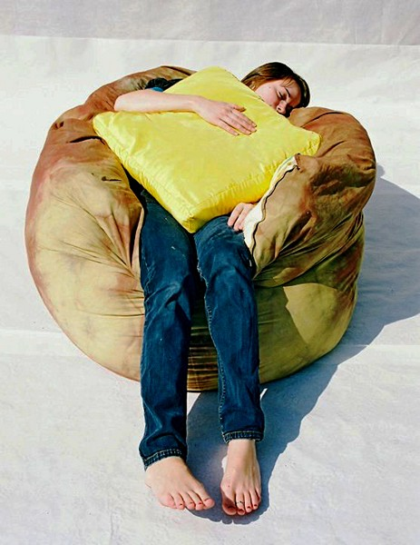 В комплекте с Baked Potato Bean Bag идет подушка в виде кусочка масла