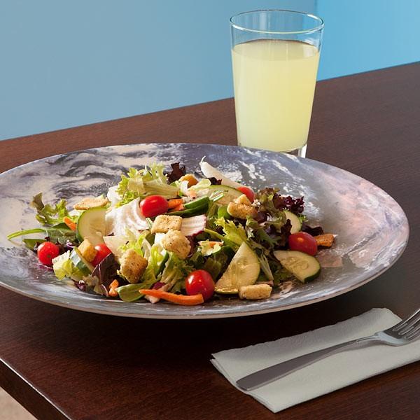 Старушка Земля, наполненная салатом.