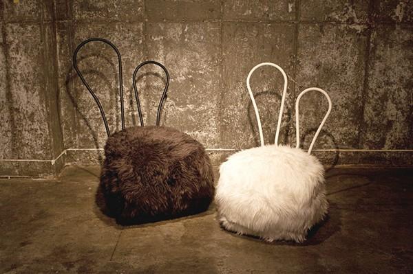 Пушистые пуфики в виде кроликов. Серия Rabbit Chair
