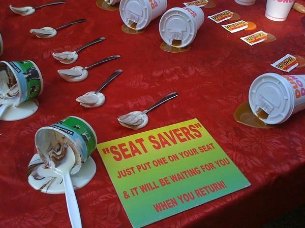 Seat Savers: занимаем удобное место, имитируя испачканный стул