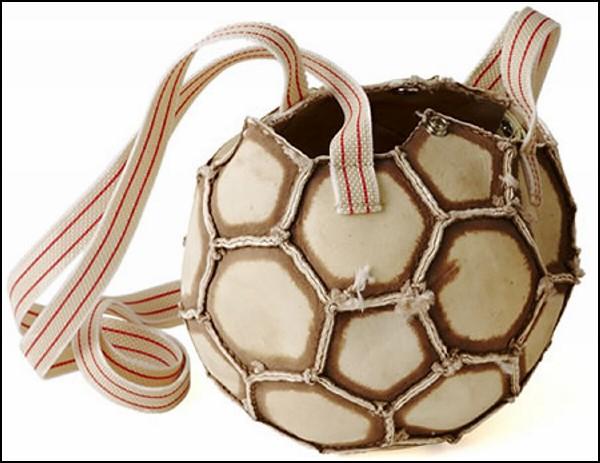Футбольный аксессуар для болельщиц