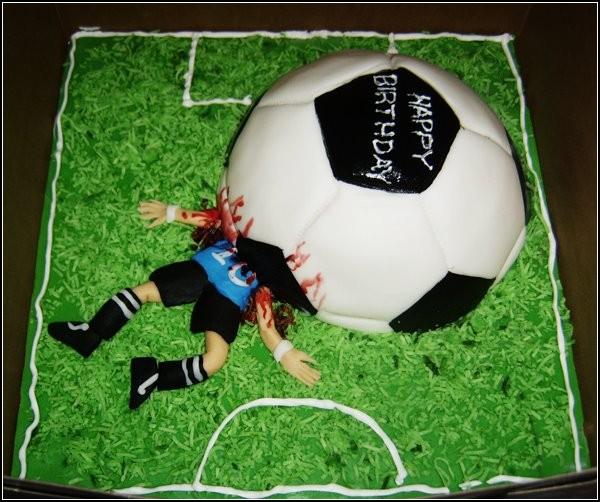 Очень аппетитный *футбольный* торт