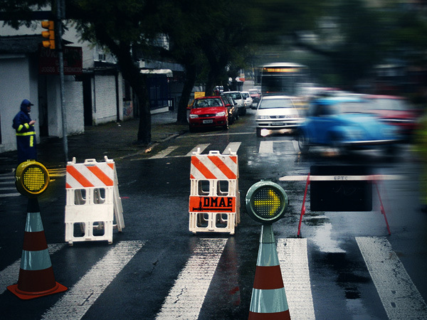как пользоваться дорожным знаком светофор
