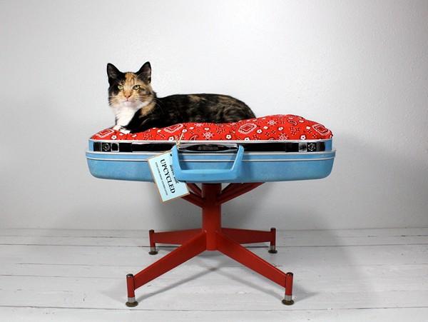 Чемодан для кошки. Кроватка от Atomic Attic