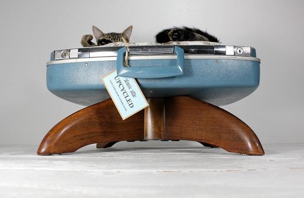 Кошка в чемодане. Проект Upcycled Suitcase Pet Bed от Atomic Attic