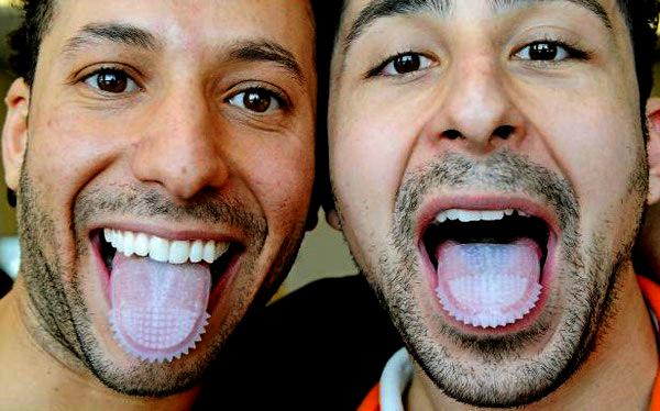 Tongue To Teeth. Зубная щетка в виде насадки на язык